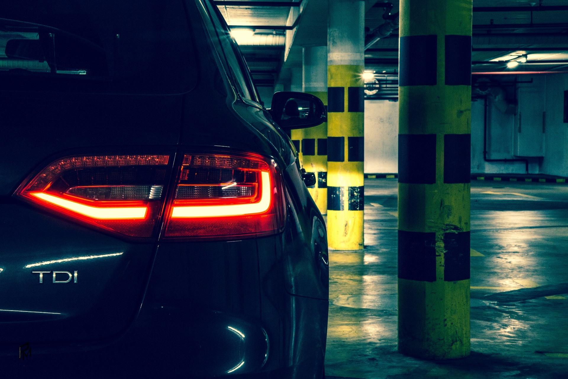 Parking nocą, kupowanie auta po zmierzchu